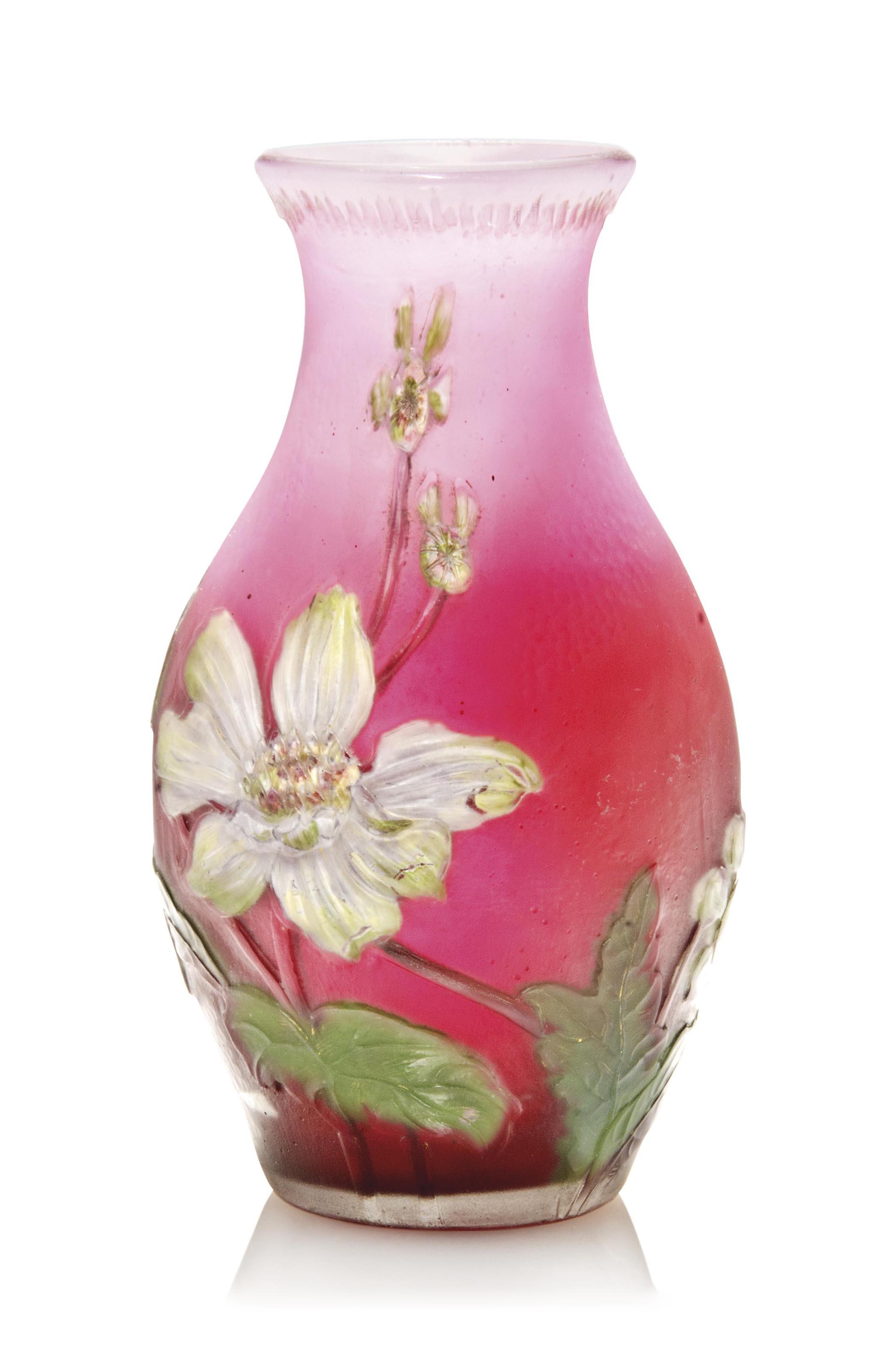 A BURGUN SCHVERER & CO (1711-1969) INTERNALLY DECORATED AND WHEEL CARVED GLASS VASE