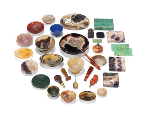A GROUP OF HARDSTONE BOWLS AND