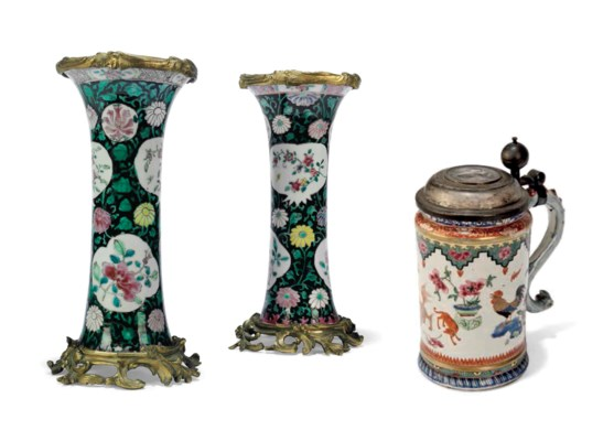 A PAIR OF ORMOLU-MOUNTED FAMIL