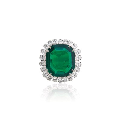 AN EMERALD AND DIAMOND RING