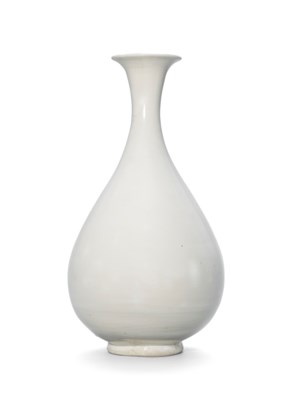 A DING-TYPE WHITE-GLAZED VASE,