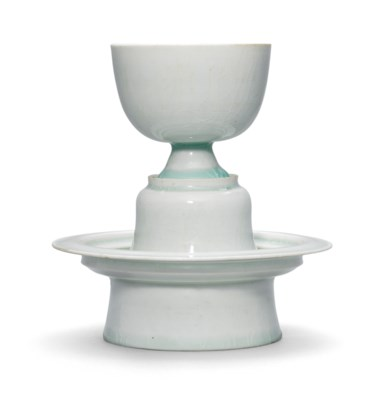 A SET OF QINGBAI STEM CUP AND
