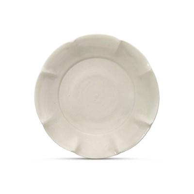 A DING PETAL-LOBED DISH