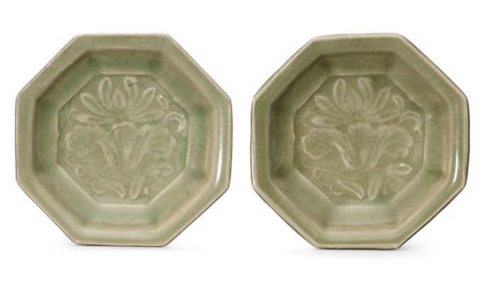 A PAIR OF SMALL MOULDED YAOZHO
