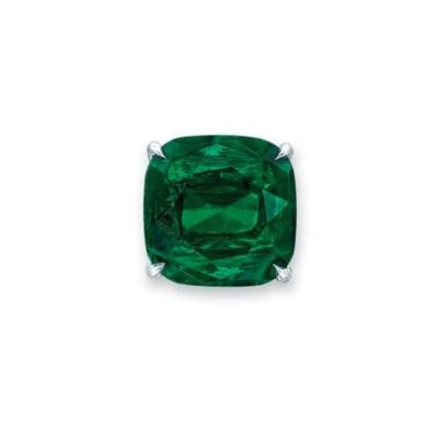 A RARE EMERALD AND DIAMOND RIN