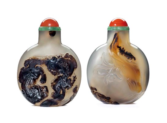 A CARVED CAMEO AGATE SNUFF BOT