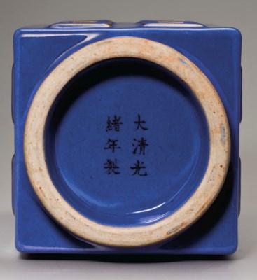 A GILT-DECORATED BLUE-GLAZED C