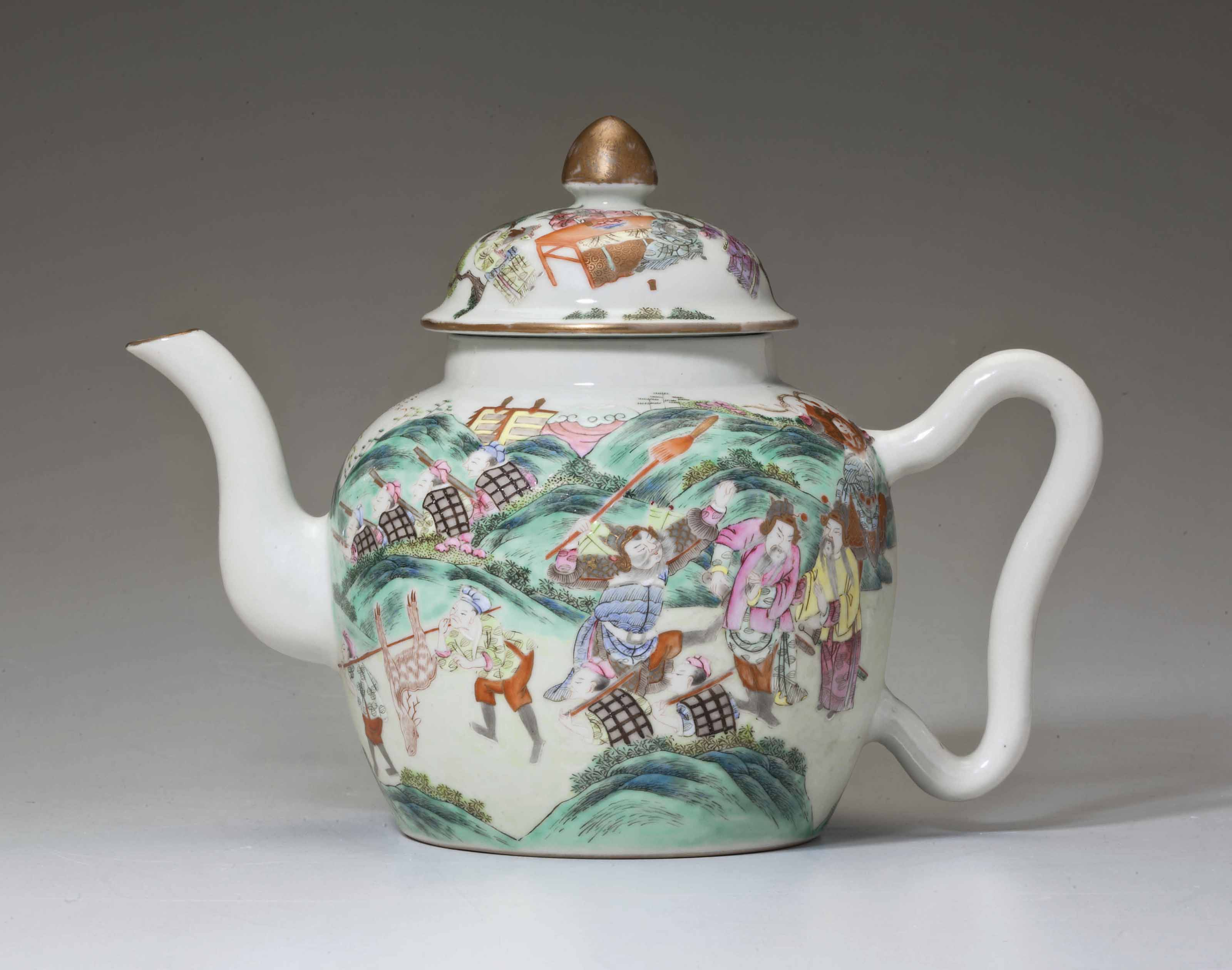 A FAMILLE ROSE TEAPOT
