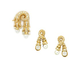 A SET OF DIAMOND, NATURAL PEARL AND GOLD 'PASSEMENTERIE' JEW