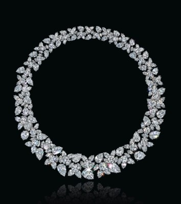 A DIAMOND CLUSTER NECKLACE, BY