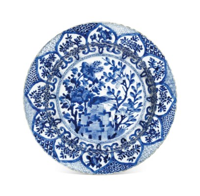 A BLUE AND WHITE DEEP DISH