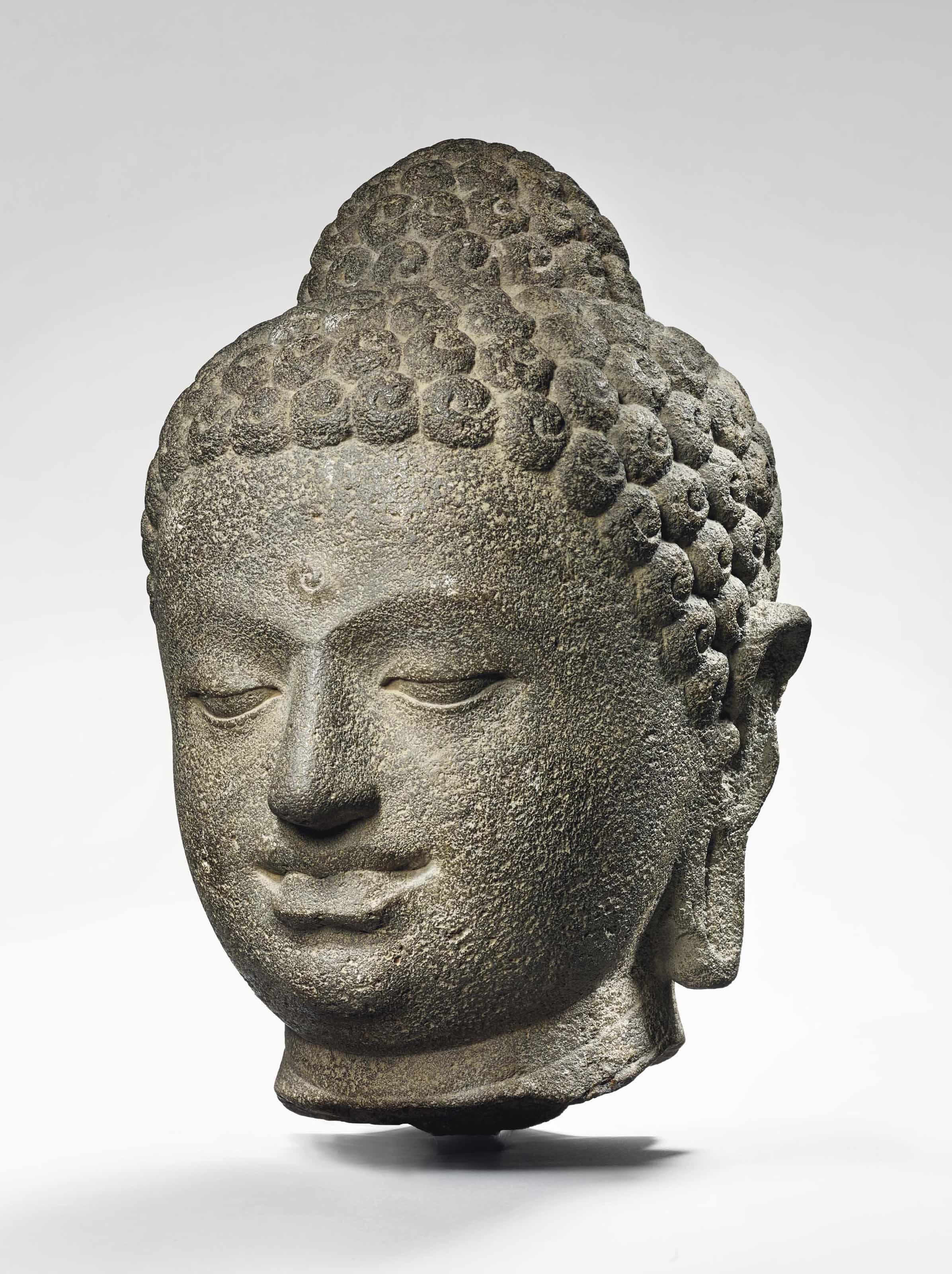 rare tete de bouddha shakyamuni en pierre volcanique indonesie java central ixeme siecle. Black Bedroom Furniture Sets. Home Design Ideas
