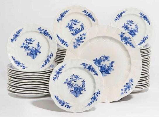 Partie de service de table en porcelaine de tournai du - Service de table bleu ...