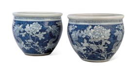 A PAIR OF CHINESE BLUE AND WHITE JARDINIÈRES