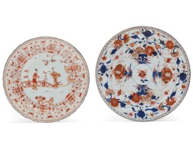 AN IRON-RED AND GILT-DECORATED DISH AND A CHINESE IMARI DISH
