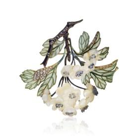 AN ART NOUVEAU DIAMOND, ENAMEL AND GLASS 'HAWTHORN' BROOCH,