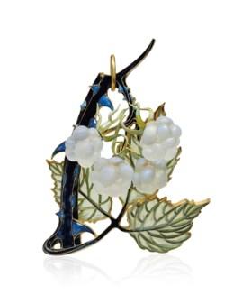 AN ART NOUVEAU ENAMEL AND GLASS 'RASPBERRY' PENDANT, BY RENÉ