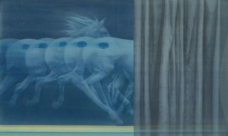 徐累(1963年生), 马 • 逸. 徐累(1963年生)马 • 逸设色 绢本 镜框88 x 148  公分 (34⅝ x 58¼  吋) 2014年作来源香港季丰轩画廊现藏家购自上述画廊。估价 2,400,000-3,200,000港元。  此拍品将亮相于2017年11月27日的中国当代水墨拍卖