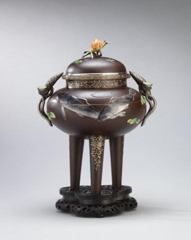明治時代金銀七宝象嵌鉄製香炉銘 光一心(高崎光一)。估價: 450,000 - 550,000港元 57,878 - 70,740美元。此拍品將於佳士得在10月2日舉行的「古今│佳士得」拍賣中呈獻。