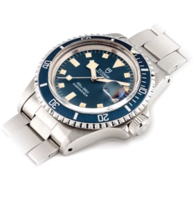 TUDOR A STAINLESS STEEL AUTOMATIC WRISTWATCH WITH DATE AND BRACELET