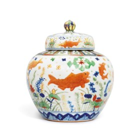 A HIGHLY IMPORTANT AND EXTREMELY RARE WUCAI 'FISH' JAR AND C