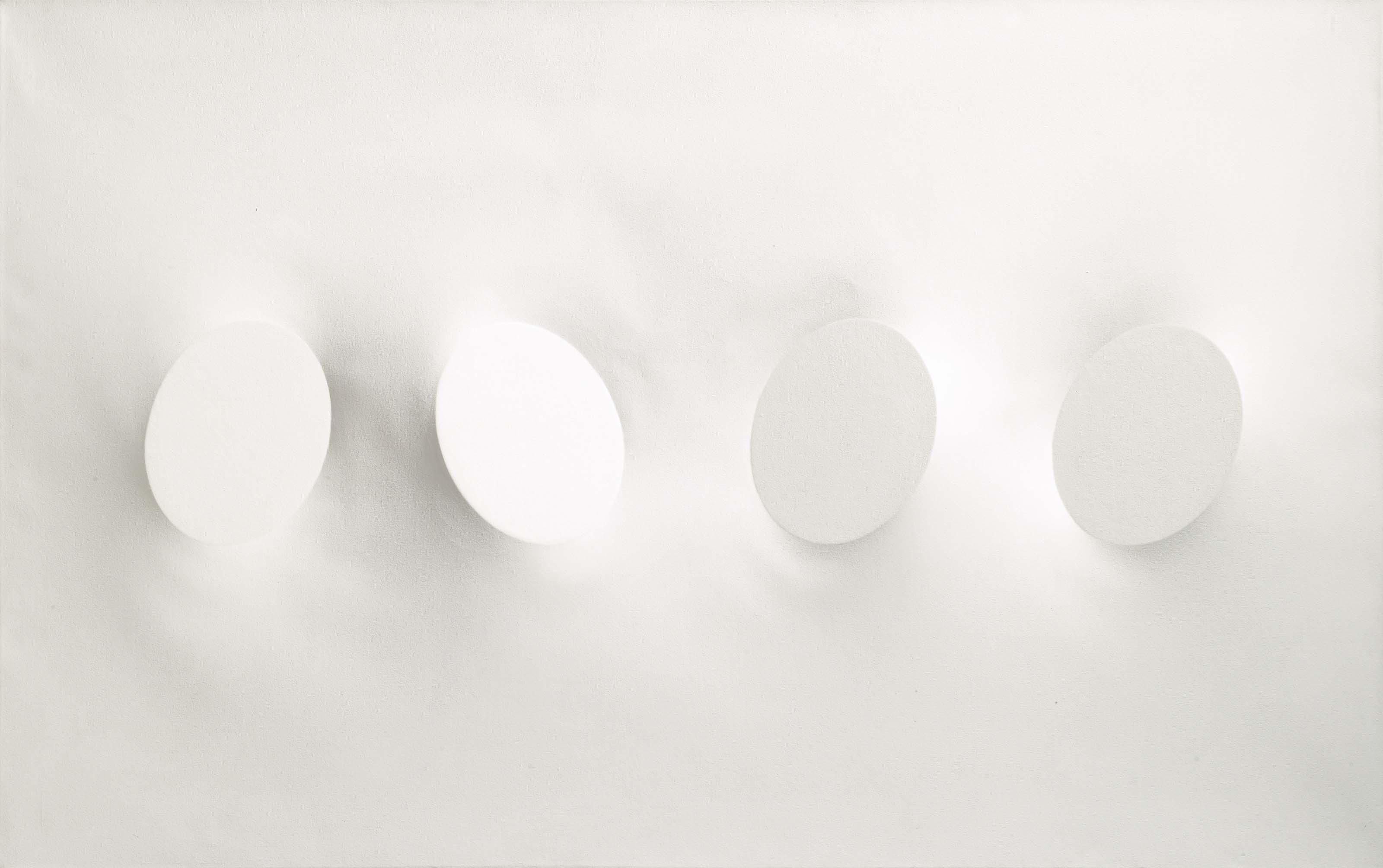 Quattro ovali bianchi