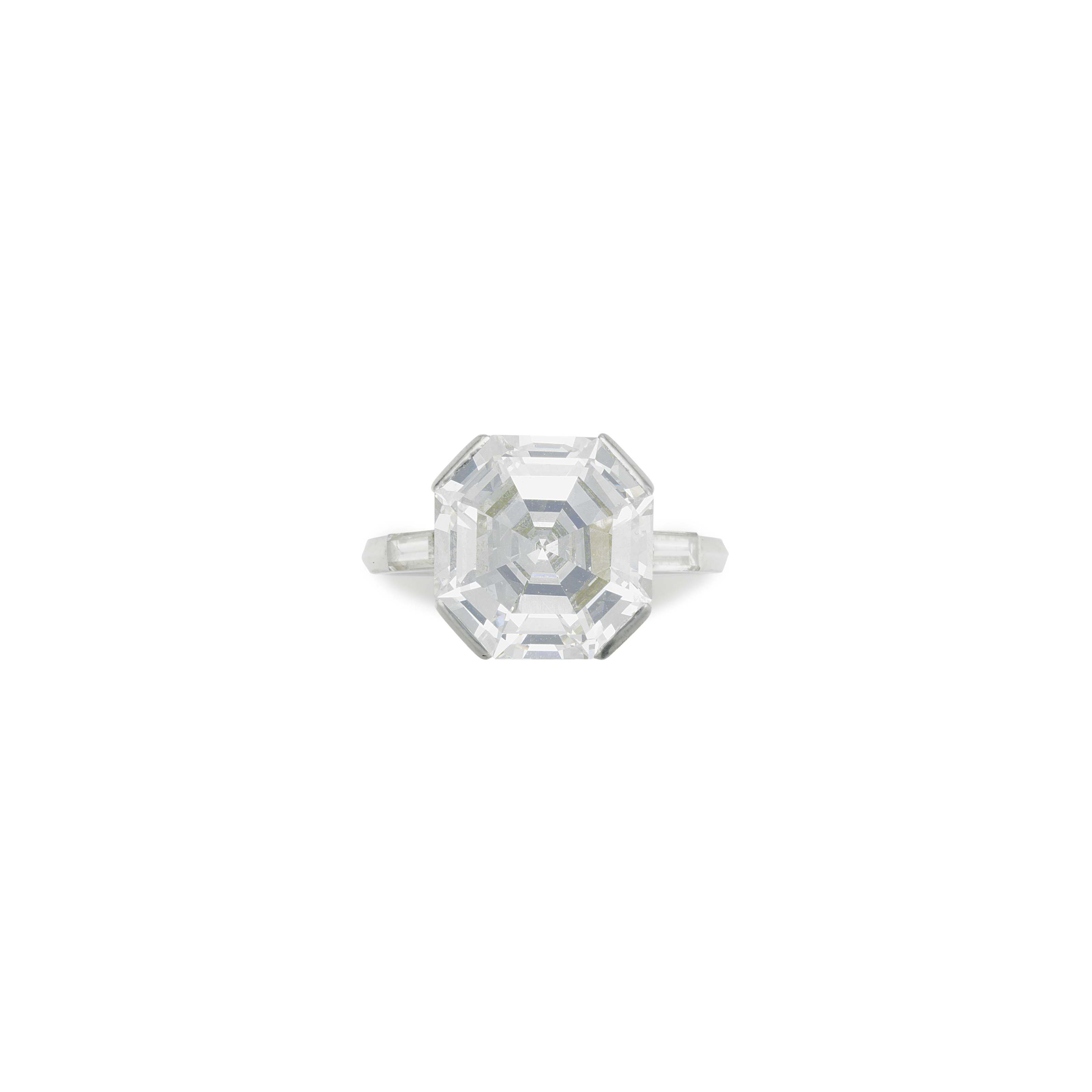 AN ART DECO DIAMOND RING, BY LACLOCHE FRÈRES