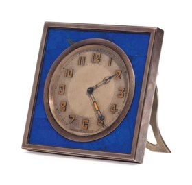 A FRENCH SILVER AND LAPIS LAZULI DESK CLOCK