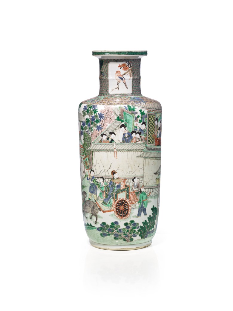 Porcelain rouleau famille verte vase, China, Qing dynasty, of the Kangxi period (1662-1722). Height 44  cm (17¼  in). Estimate €30,000-50,000. This lot is offered in Art dAsie on 13 December 2017  at Christie's in Paris