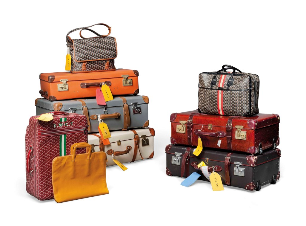 A GROUP OF TRAVELLING SUITCASES AND BAGS