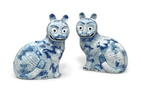 A PAIR OF BLUE AND WHITE CAT NIGHT LIGHTS