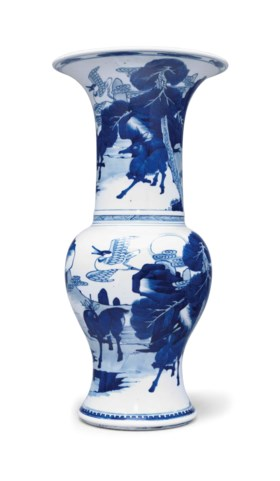 A BLUE AND WHITE PHOENIX-TAIL VASE