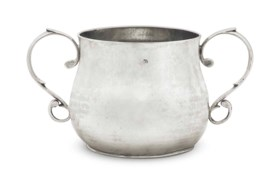 AN AMERICAN SILVER CAUDLE CUP