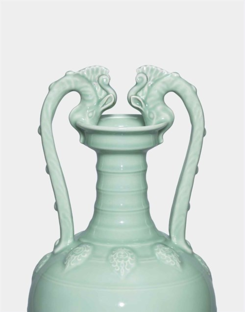 The Yongzheng Emperor's Double -Dragon Amphora