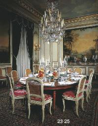 SUITE DE DOUZE CHAISES DE SALLE A MANGER DE STYLE LOUIS XVI Christies - Salle a manger louis 16
