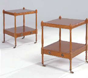 Paire de tables de chevet de style anglais travail - Table de chevet en anglais ...