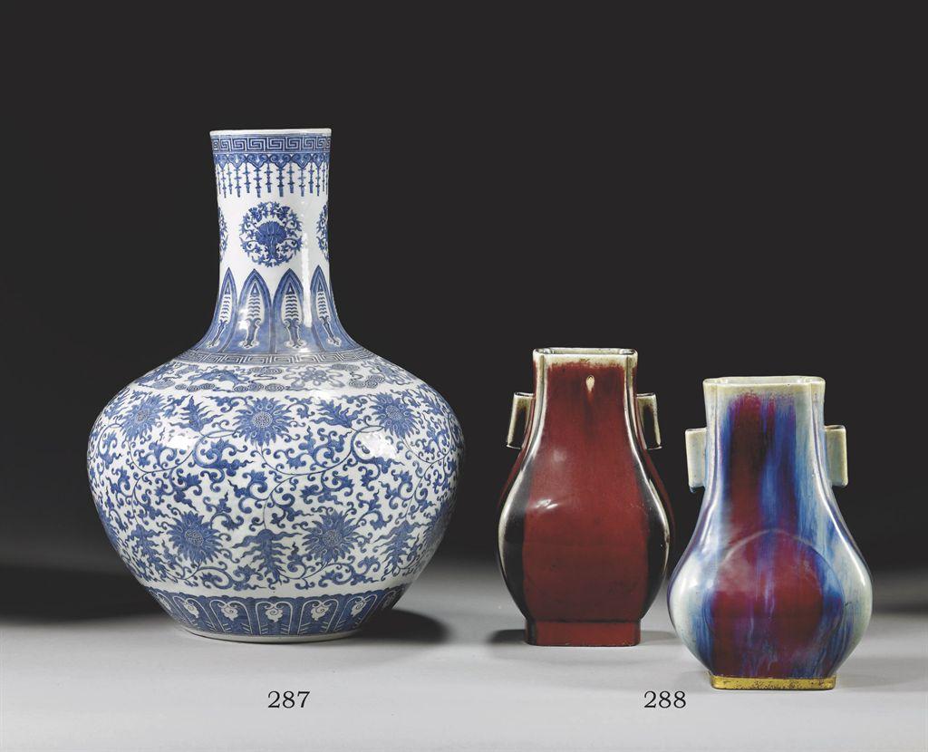 grand vase boule en pourcelaine bleu blanc chine dynastie qing fin du xixeme siecle christie 39 s. Black Bedroom Furniture Sets. Home Design Ideas