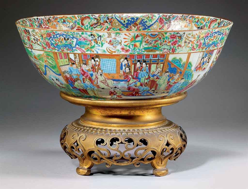grand bol a punch en porcelaine de canton chine dynastie qing xixeme siecle christie 39 s. Black Bedroom Furniture Sets. Home Design Ideas
