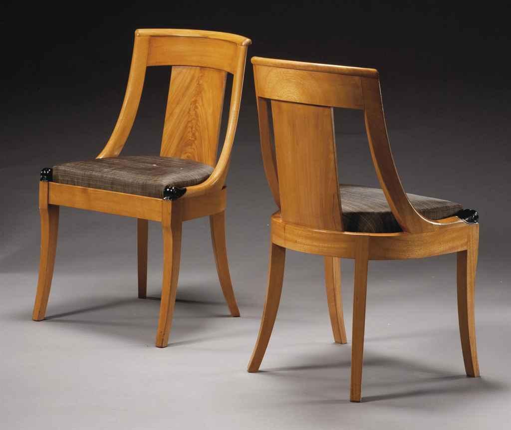 paire de chaises gondoles d 39 epoque restauration vers 1820 christie 39 s. Black Bedroom Furniture Sets. Home Design Ideas