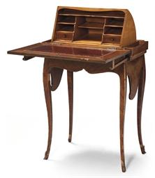petit bureau en capucin de style louis xv christie 39 s. Black Bedroom Furniture Sets. Home Design Ideas