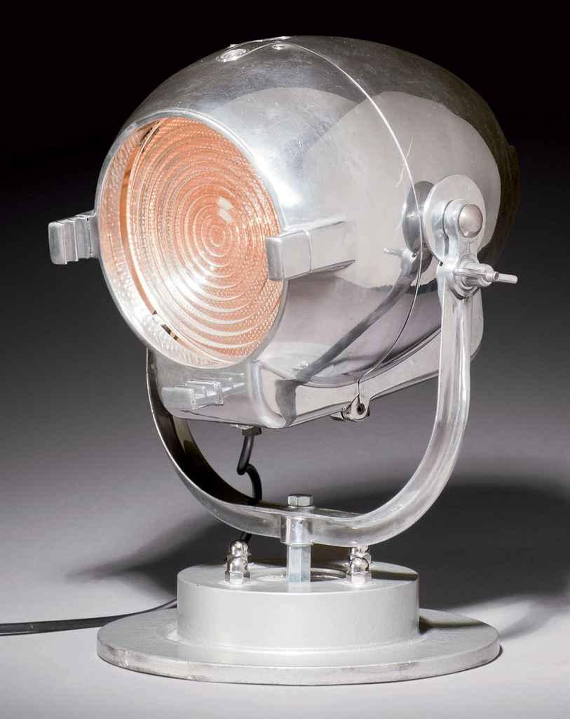 strand electric lampe projecteur vers 1930 christie 39 s. Black Bedroom Furniture Sets. Home Design Ideas