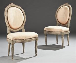Paire de chaises en cabriolet d 39 epoque louis xvi for Chaise medaillon solde