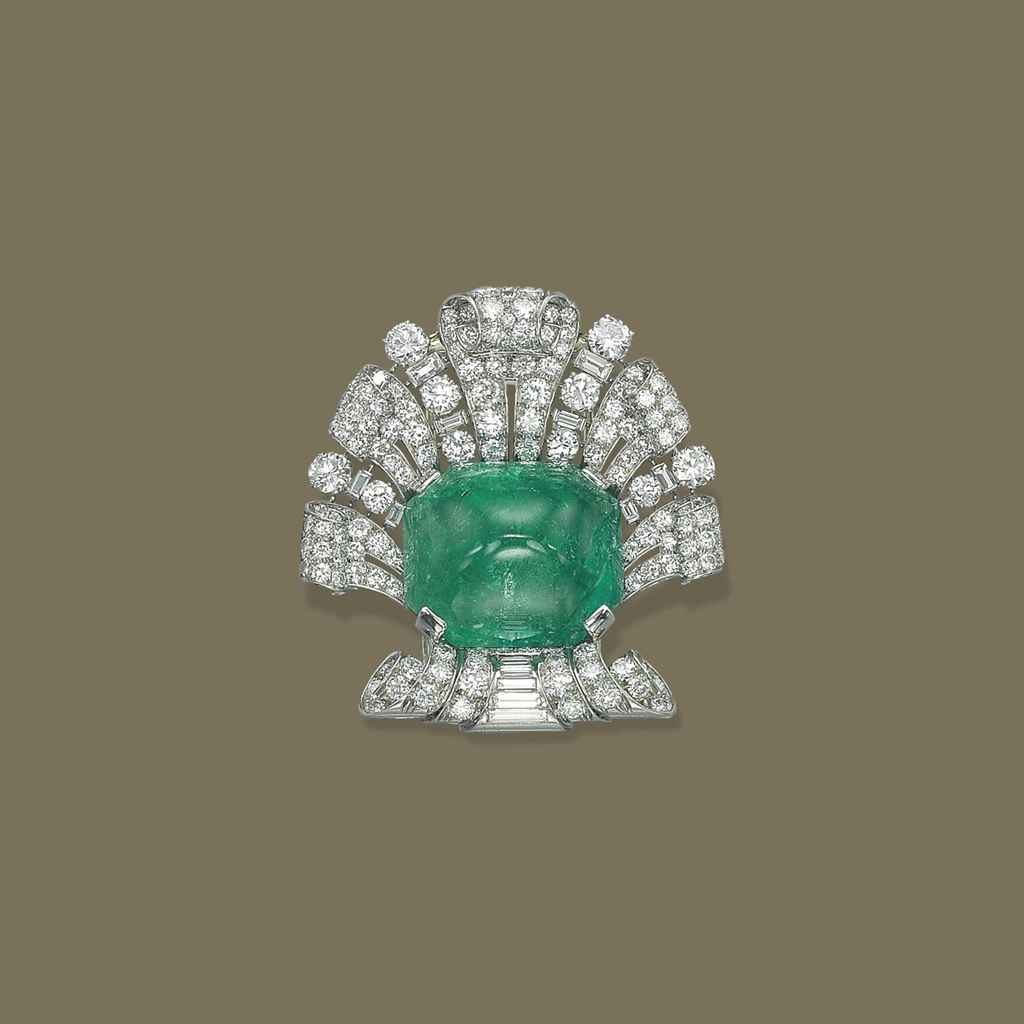 AN ART DECO EMERALD AND DIAMOND BROOCH