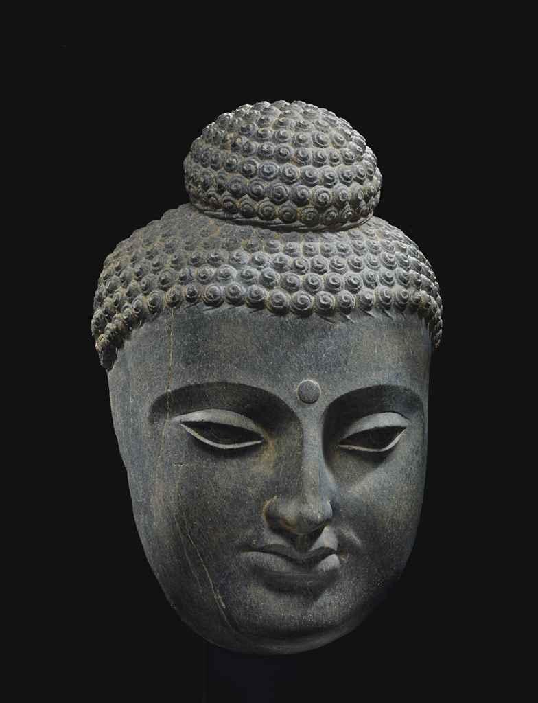 tete de bouddha shakyamuni en schiste gris gandhara. Black Bedroom Furniture Sets. Home Design Ideas
