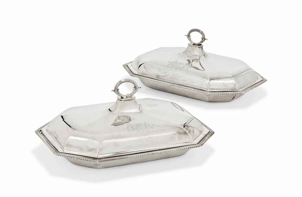 a pair of george iii silver entree dishes and covers mark of robert th d5764967g.jpg 61c4d537b87