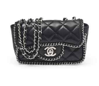 A BLACK LAMBSKIN LEATHER CHAIN TRIM FLAP BAG