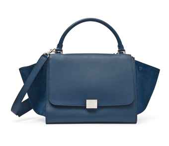 A NAVY BLUE DRUMMED LEATHER AND SUEDE SMALL TRAPEZE BAG
