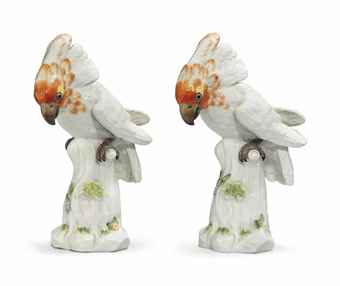 A PAIR OF MEISSEN MODELS OF CITRON-CRESTED COCKATOOS