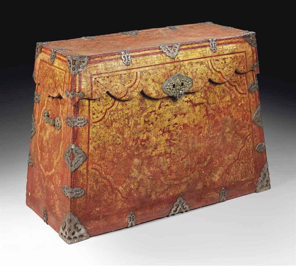 coffre en cuir rouge rehausse d 39 or chine fin de la dynastie ming xviieme siecle christie 39 s. Black Bedroom Furniture Sets. Home Design Ideas
