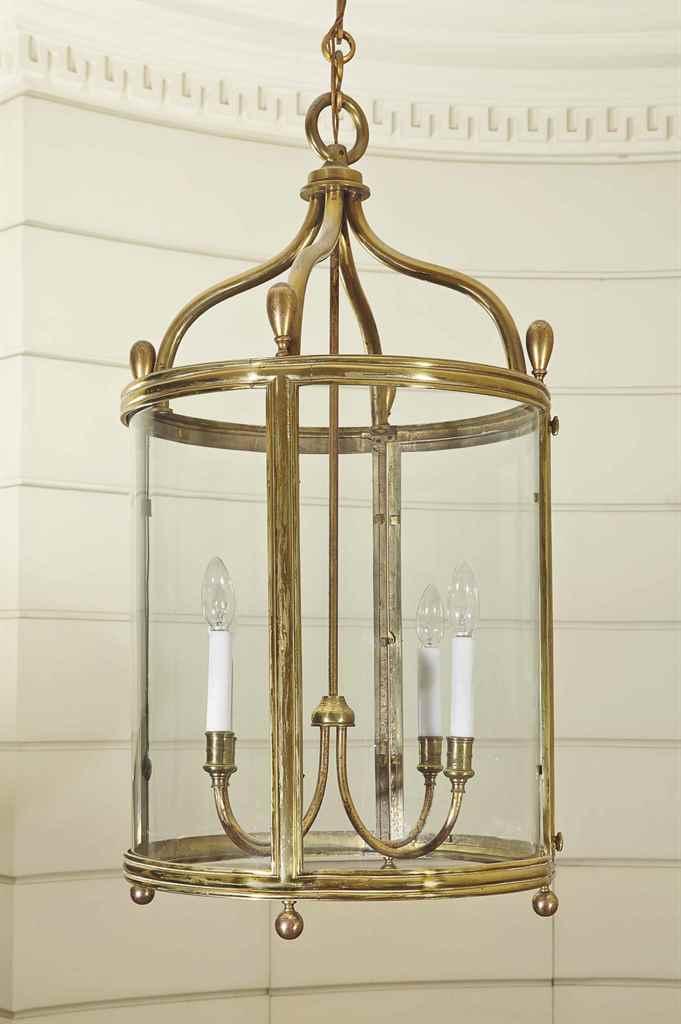 lanterne de style louis xvi attribuee a la maison. Black Bedroom Furniture Sets. Home Design Ideas